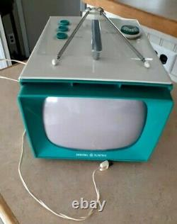 1957 GENERAL ELECTRIC TELEVISION RARE VINTAGE 9t002 TEAL OR TURQUOISE WOW!