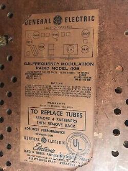 BAKELITE GE TUBE RADIO Model 409 GENERAL ELECTRIC ATOMIC VINTAGE 1951