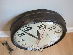LARGE SCHOOL HOUSE CLOCK Vintage 1950s General Electric Telechron Clock 1HA1612
