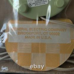 NEW NOS Vintage General Electric GE Kitchen Wall Clock FLOWER #2197 AVACADO