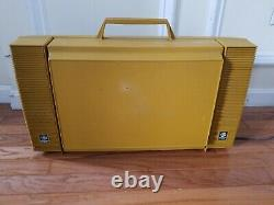 VINTAGE GE GENERAL ELECTRIC WILDCAT PORTABLE RECORD PLAYER FOLDING (d3/bwal)