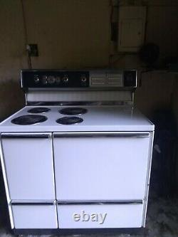 VINTAGE General Electric Oven Range with storage drawers