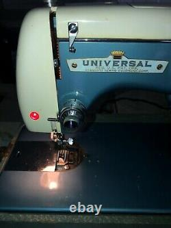 VINTAGE UNIVERSAL De Luxe ZIG -ZAG SEWING MACHINE MODEL MSA-2 JAPAN