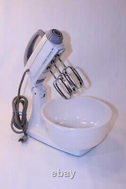 VTG General Electric Kitchen USA MCM Stand Mixer 10 Speed 3 Beater GE Whip 123M9