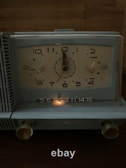 VTG Rare Light Blue General Electric Musaphonic AM Alarm Clock Radio Model C421A