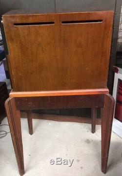 Vintage 1949 General Electric / GE Model 806 10 TV 0n Original Stand