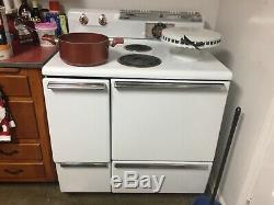 Vintage 1950s General Electric stove
