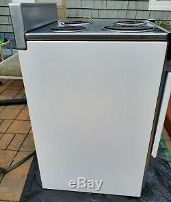 Vintage GE Apartment Sized 21 in. Push Button General Electric White Stove
