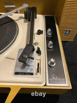 Vintage GE General ELectric WILDCAT Record Player WORKING Mustard Yellow Color