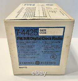 Vintage GE General Electric FM/AM Digital Flip Clock Radio 7-4425 New In Box