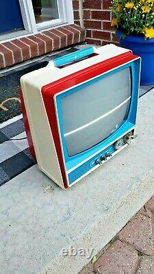 Vintage General Electric CRT B&W TV 1976 Bicentennial Retro Gaming Television