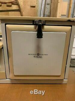 Vintage General Electric Hotpoint Stove