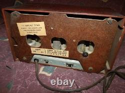 Vintage General Electric model 521F Bakelite tube AM Radio works Worldwide