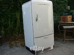 Vintage refrigerator, 1941 General Electric Deluxe