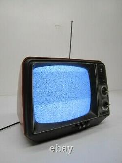 Vtg General Electric GE Performance Portable TV Television 12XB9104T Red 11.5