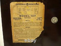 Classic Vintage Bakelite Ge Am Tube Radio Modèle 107-restoré