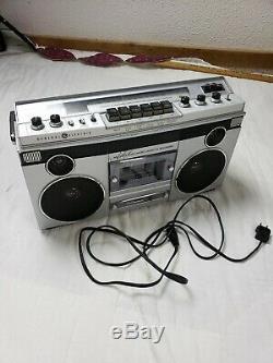 Euc Vintage General Electric Boombox 3-5256a Cassette Stéréo Am / Fm Testée Works