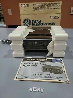 Ge Radio General Electric Am / Fm Alarme Horloge Rotating 7-4305 A Grain De Bois Vtg Box