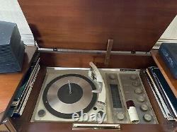 Lecteur D'enregistrement Vintage General Electric Console. Les Œuvres Ont Peu De Signes D'âge