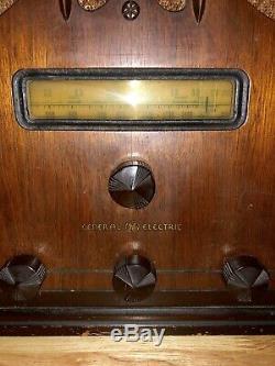 Vintage 1936 General Electric E-61 Cathédrale Tombstone Radio