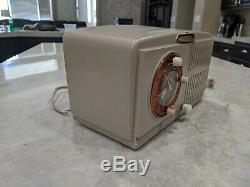 Vintage 1953 General Electric Radio, Modèle 543 - == == Restauré