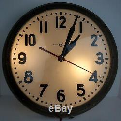 Vintage General Electric Art Déco Industrial Light Up Horloge Murale Inversée Painted