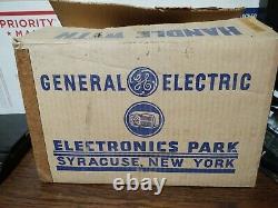 Vintage General Electric Red Bakelite Horloge Radio