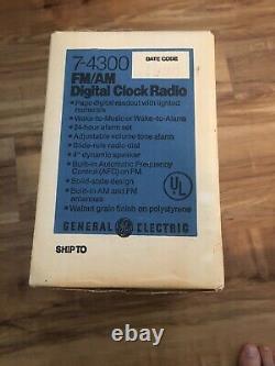 Vintage Général Électrique Radio Flip Numéro D'horloge Modèle No. 7-4300 Nib Neuf En Boîte