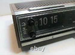 Vtg General Electric Ge Retro Flip Clock Alarme Am/fm Radio 7-4321b Travaux Essais
