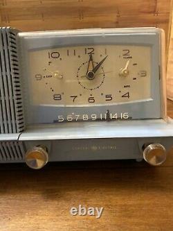 Vtg Rare Light Blue General Electric Musaphonic Am Radio Réveil Modèle C421a